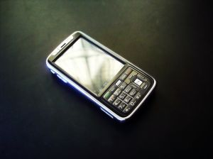 By 2015, 67% of smartphones will have an average price tag of $300 or less. (Photo: Barunpatro.com)